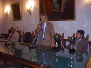 il sindaco avv. messina durante la premiazione